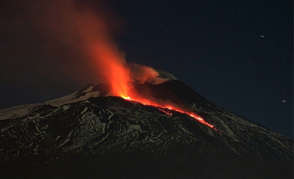 Etna - origin of the lava flow at the base of the NSEC - photos from Tremestrieri by Boris Behncke
