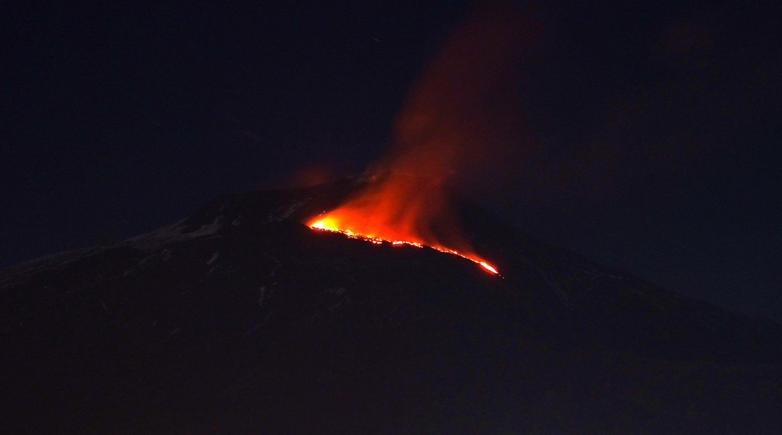 Etna - lava flow in the early morning on 14.04.2017, view from Tremestrieri - photo Boris Behncke