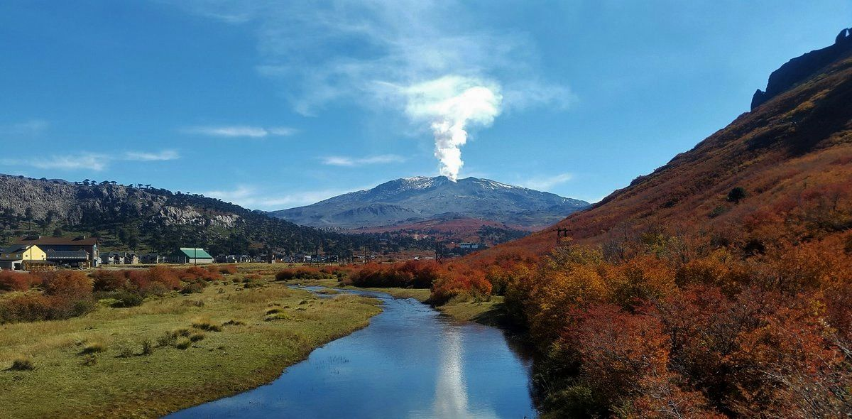 Copahue degassing on 18.04.2019 in the evening ... autumn on the volcano - photo Valecaviahue