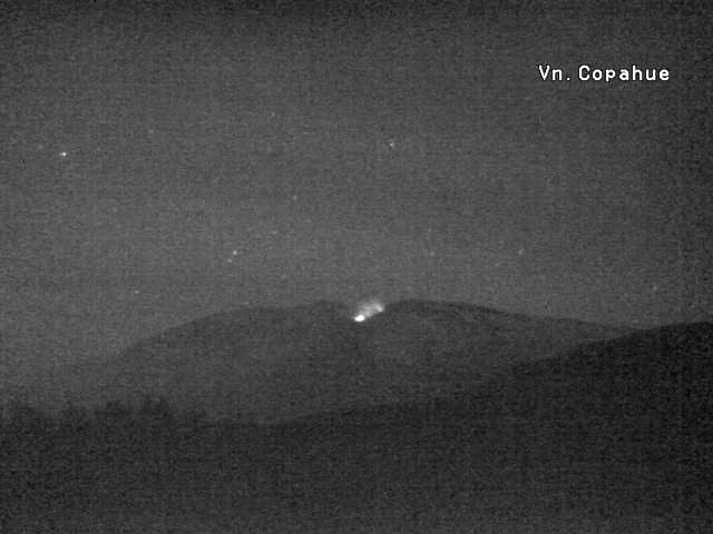 Copahue - incandescent gases from the crater Agrio - webcam Sernageomin 21.04.2017