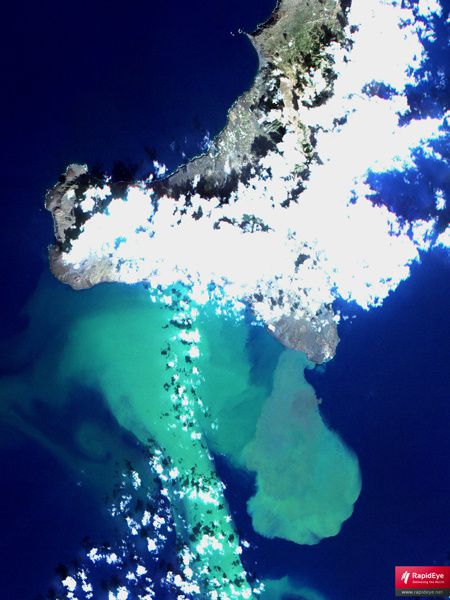 El Hierro and the visible trace of the underwater eruption - doc. Rapideye 10.11.2011
