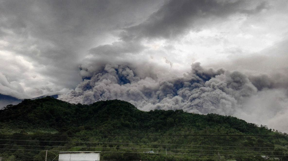 Fuego - 05.05.2017 - Coulées pyroclastiques depuis Yepocapa.- Photo John Charuc via Clima Guatemala (2)