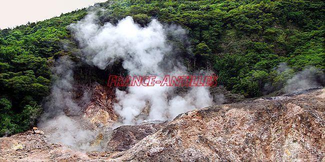 La Soufrière de St Lucie - un nouvel évent s'est ouvert - photo France Antilles 13.05.2017