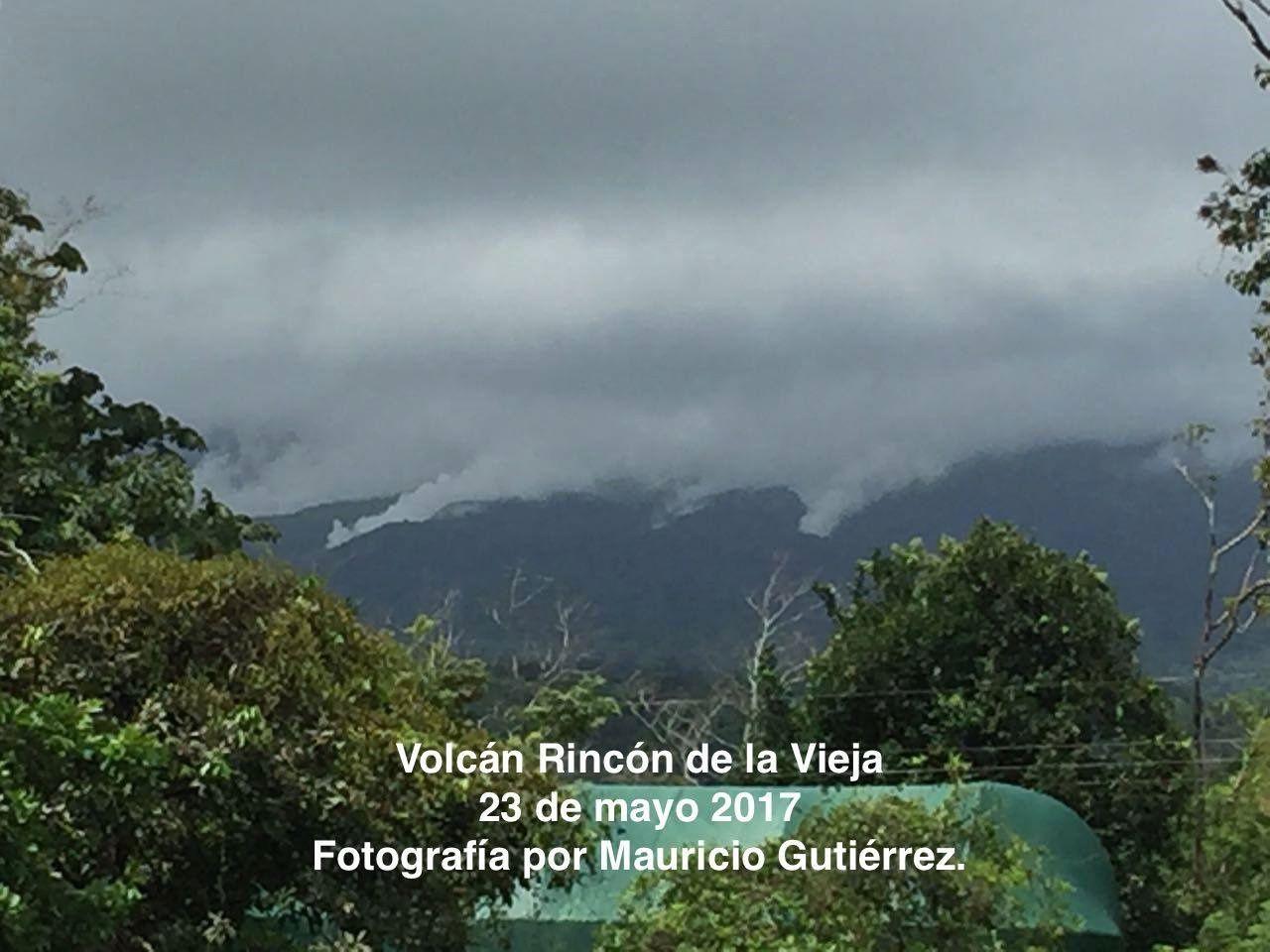 Rincon de La Vieja - éruption phréatique probable ce 23.05.2017 - photo Mauricio Guttiérez / via Ovsicori