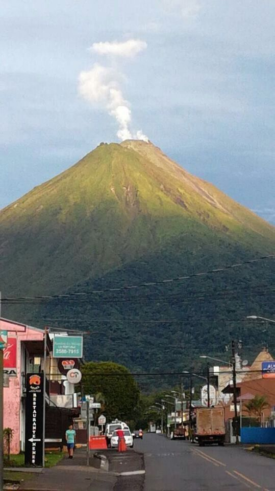 Arenal - 20.06.2017 - panache of steam, white and right - photo Costa Rica Times