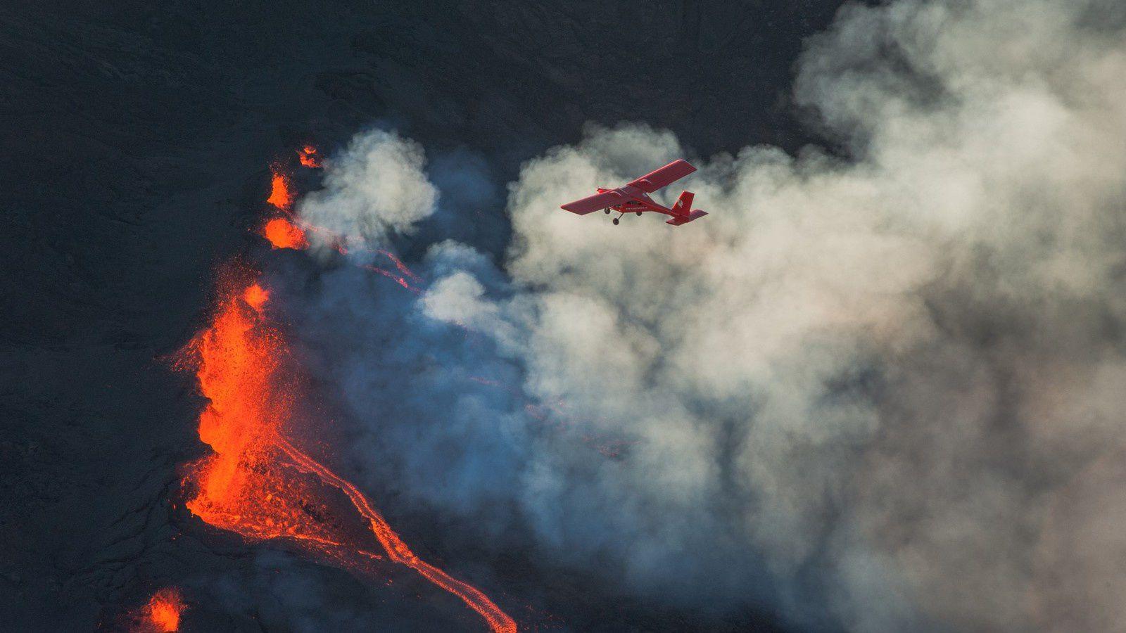 Piton de La Fournaise - la fissure éruptive le 14 juillet 2017 - photo © Thierry Sluys