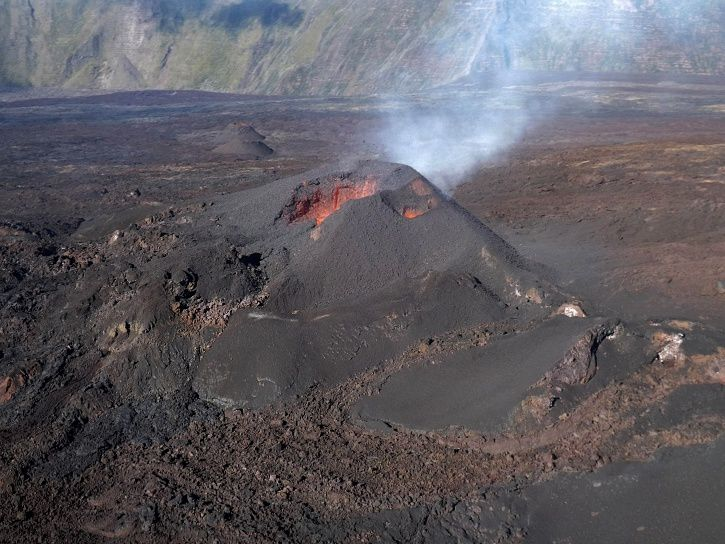Piton de La Fournaise - view of the eruptive site on 30/07/2017 / 9h05 (local time) (© OVPF / IPGP)