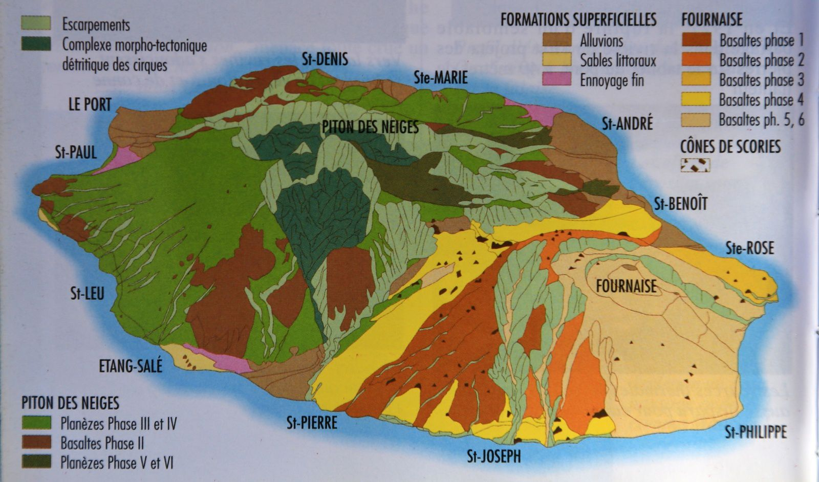The volcanic massifs of Piton des Neiges and Piton de La Fournaise and their flows