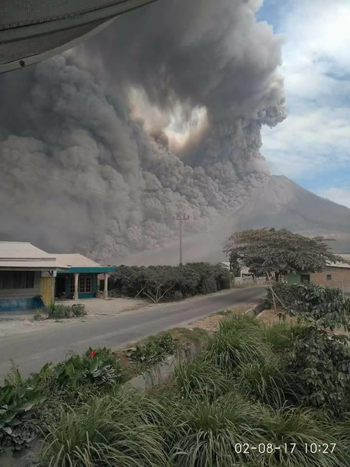 Sinabung - pyroclastic flows and ash falls - photos Eliana Permata Tarigan / FB / 02.08.2017