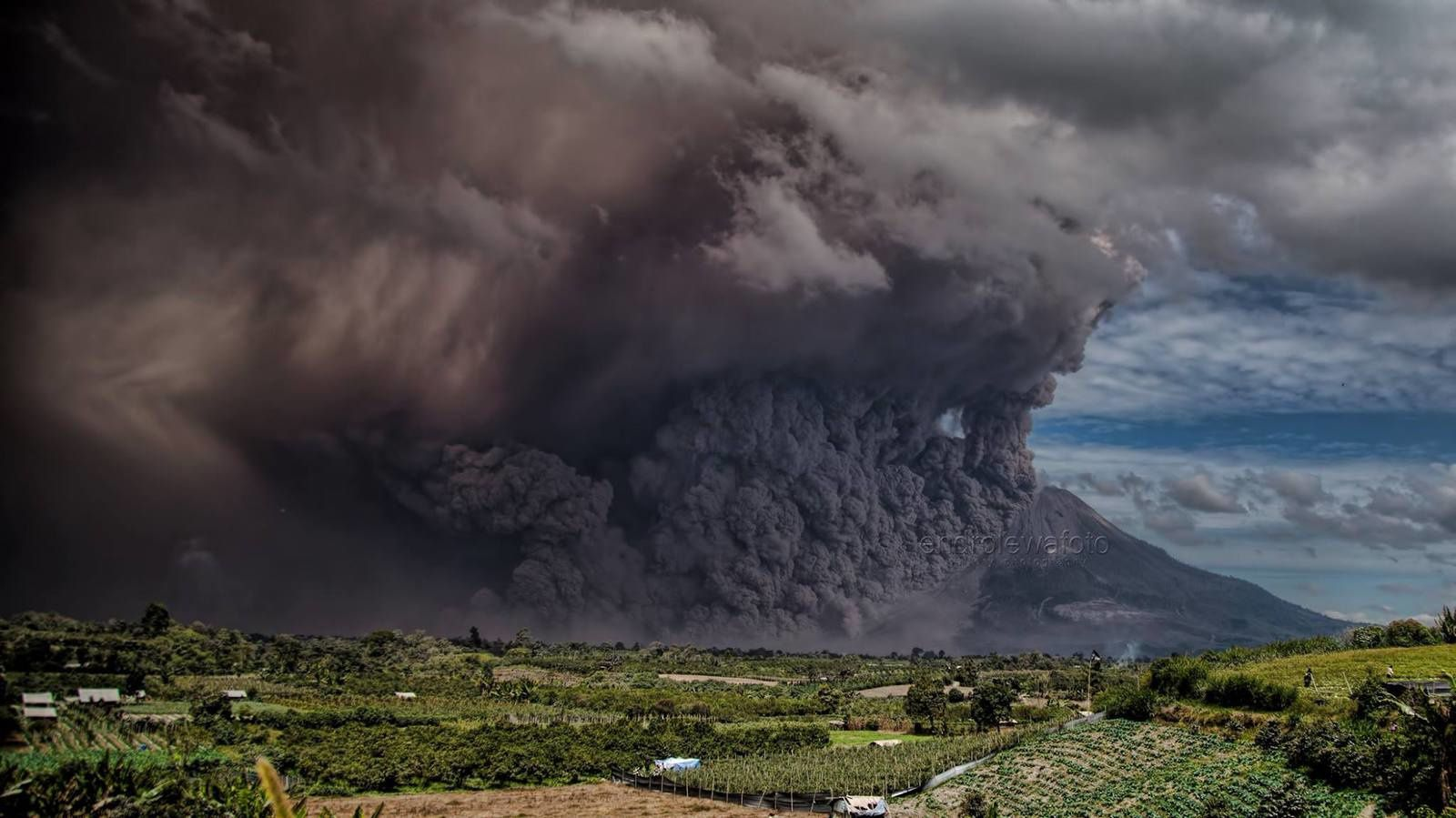Sinabung - pyroclastic flow of the 02.08.2017 - photo Endro Lewa.