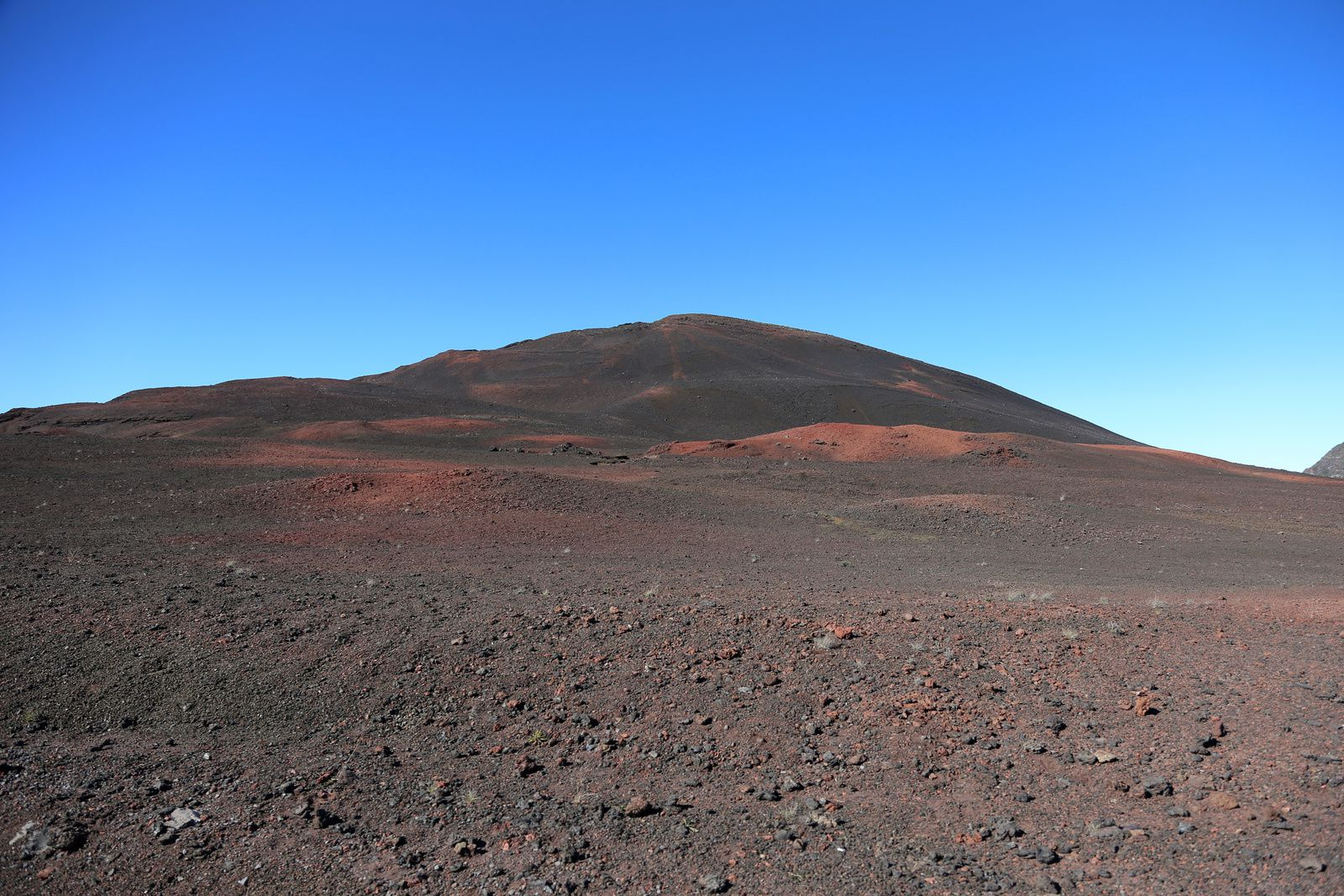 Le Piton Chisny, plain des Sables (to be continued) - photo © Bernard Duyck / june 2017