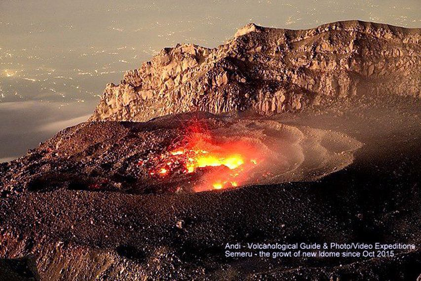 Le dôme actif du Semeru en novembre 2015  - photo Courtesy of Andi  guide / Volcano Discovery.