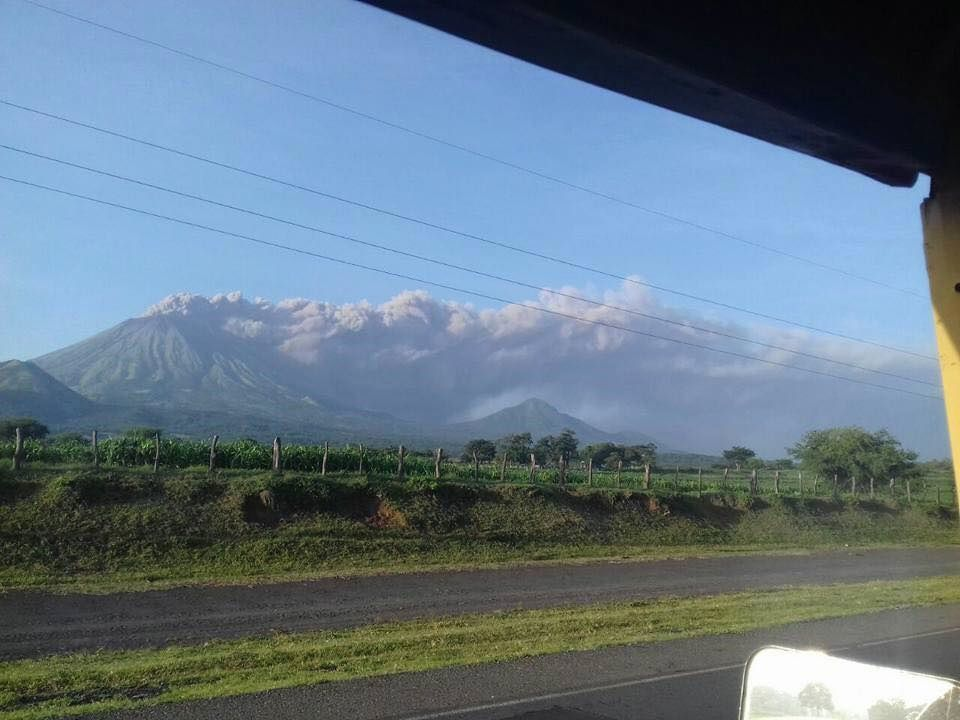 San Cristobal - ash emission on 18.08.2017 - photo La Voz del Norte