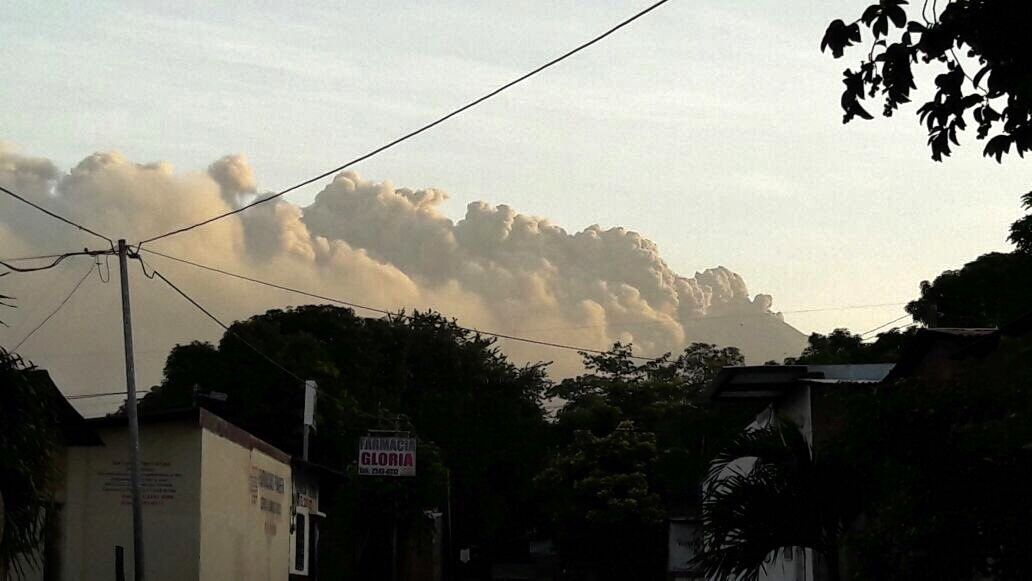 The plume of ashes of the San Cristobal above Chinandega on 18.08.2017 - photo Canal 4 Nicaragua / Twitter
