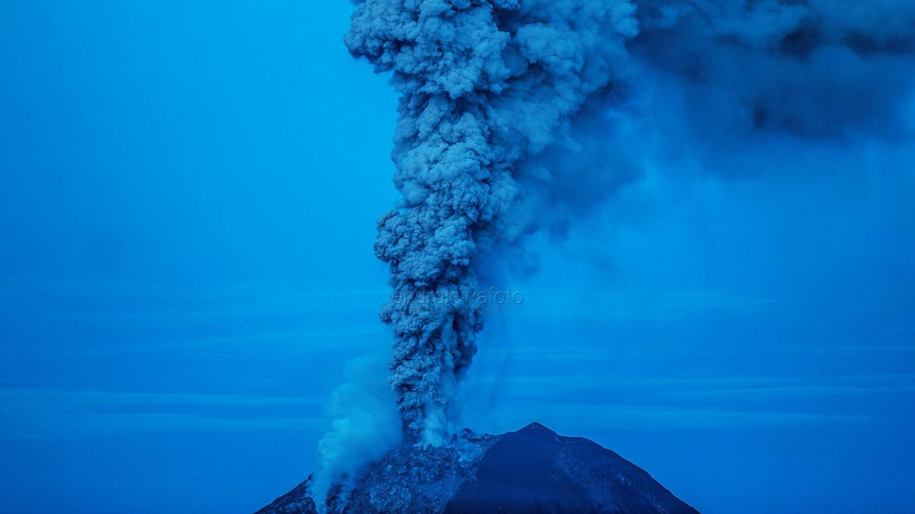 """Sinabung - 08.09.2017 / 6h14 locale """"Blue hour"""" - Endro Lewa"""