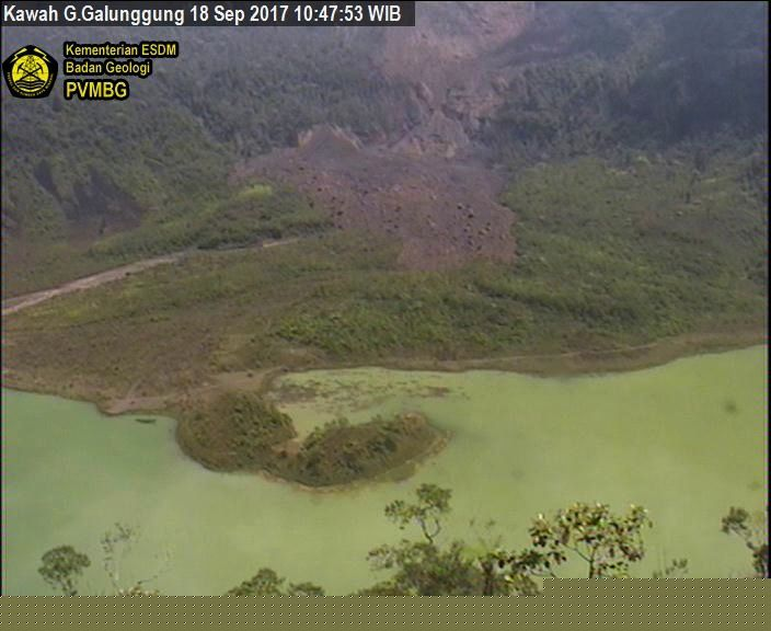 Gallungung - 18.09.2017 / 10h47 WIB - traces of the landslide - webcam PVMBG