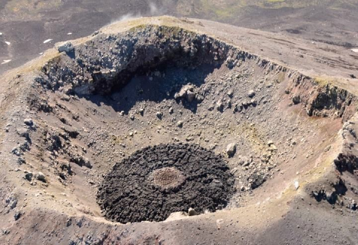 Cleveland - Crater and pancake Dome - archive images AVO 04.08.2015