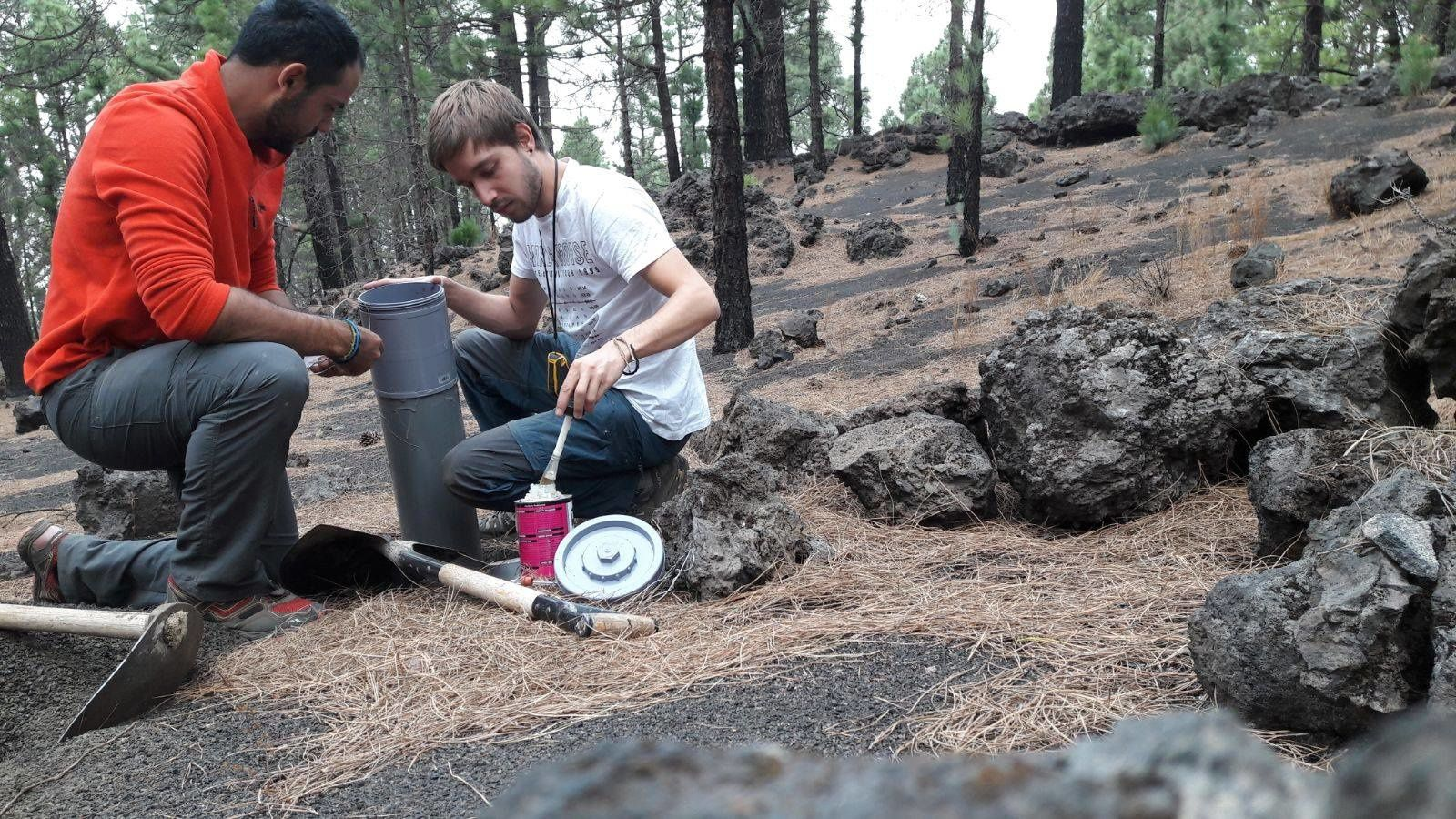 La Palma - installation of the network of alkaline traps by INVOLCAN
