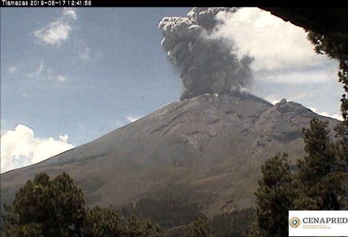 Popocatépetl - explosions of 17.06.2019 / at 12:41 pm - photo Cenapred