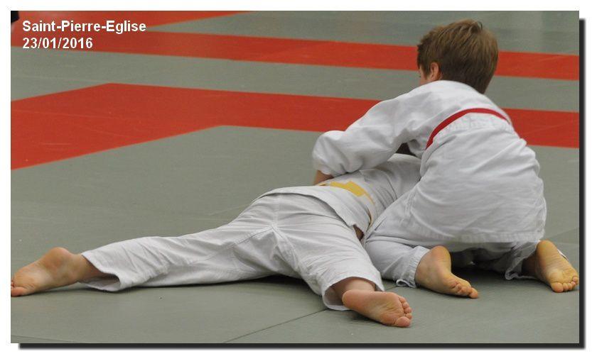 Saint Pierre Eglise, de jeunes futurs champions de judo