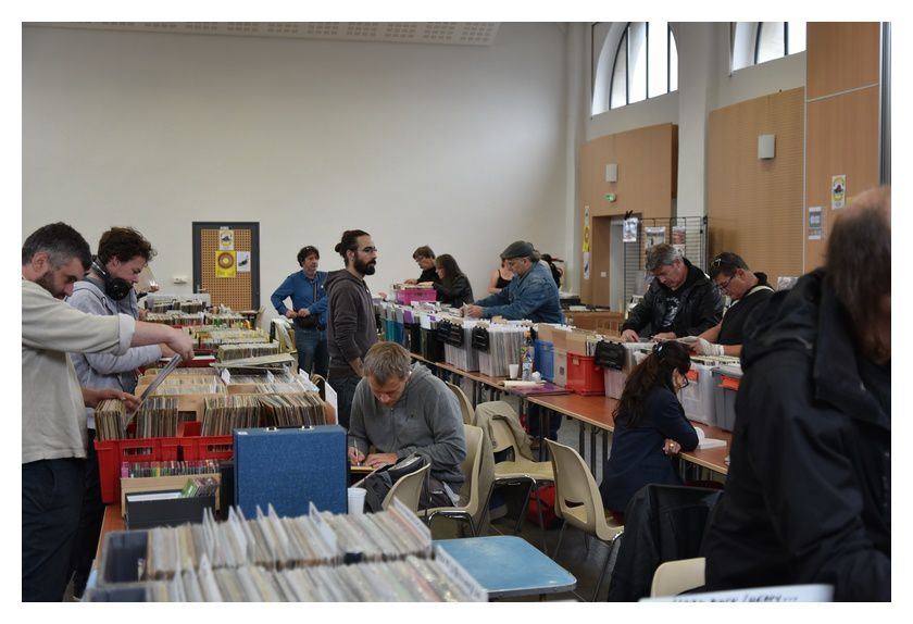 Saint Pierre Eglise : salon du disque