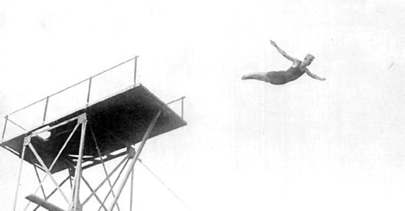 Source : Swedish high diver Arvid Spangberg, 1908 Olympic Games From The Fourth Olympiad, being the Official Report of the Olympic Games of 1908. London: British Olympic Association, n.d.