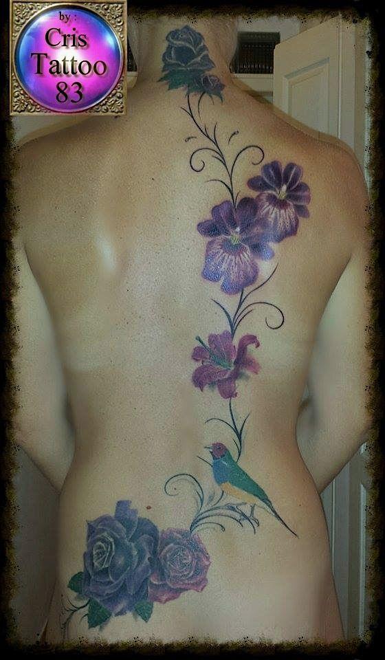 Tatouage de recouvrement avec des fleurs