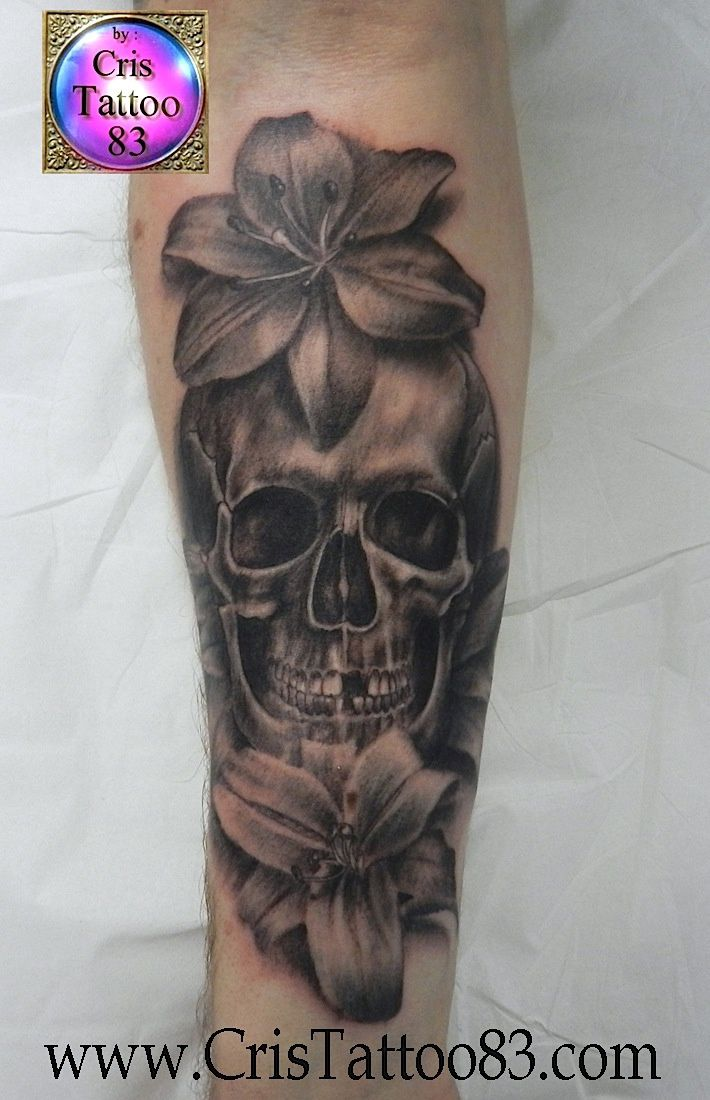 skull with lys flowers