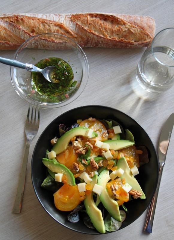Salade fraîcheur avocat, tomates ananas
