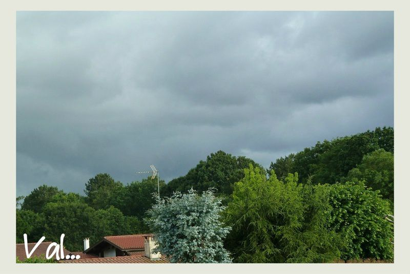 Le ciel du mois de juin dans la région...Vue sur la forêt landaise depuis le premier étage de la maison.