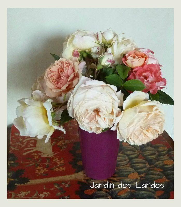 Bouquet de roses du jardin...Bon week end à tous.