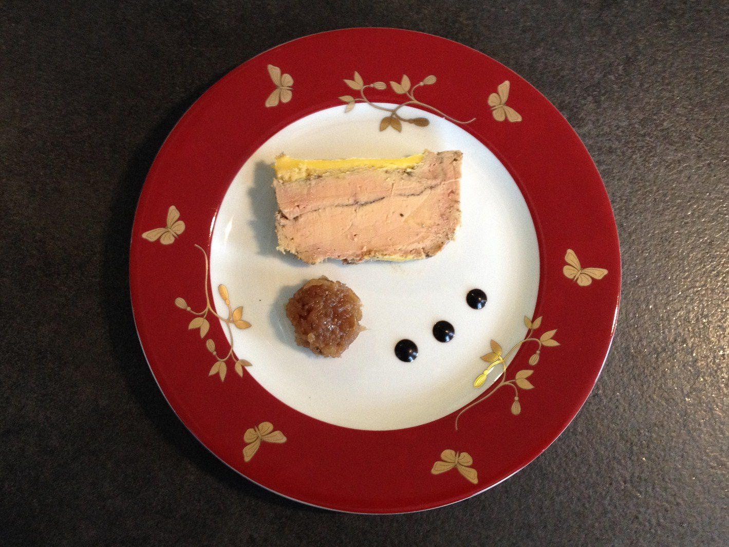 Recette foie gras maison facile au four en terrine foie - Decoration assiette de foie gras photo ...