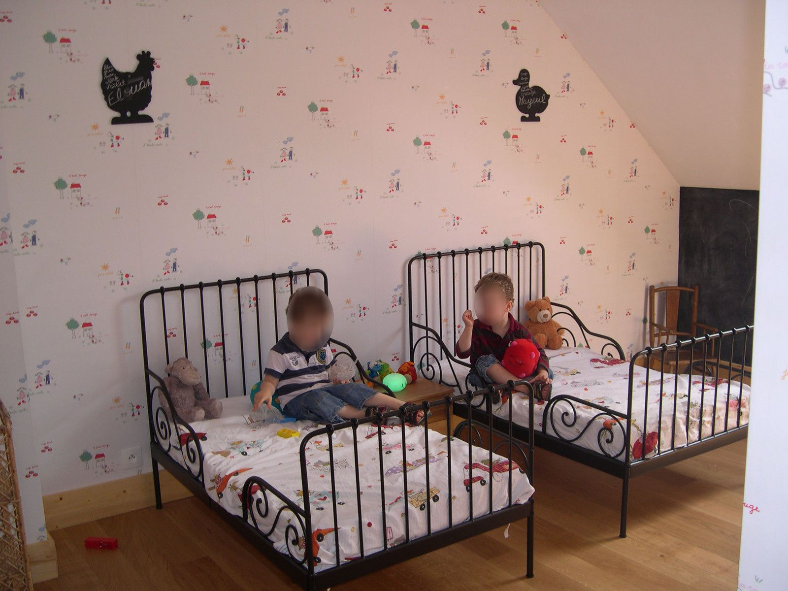 chambre d enfant ikea une suspension originale pour la. Black Bedroom Furniture Sets. Home Design Ideas