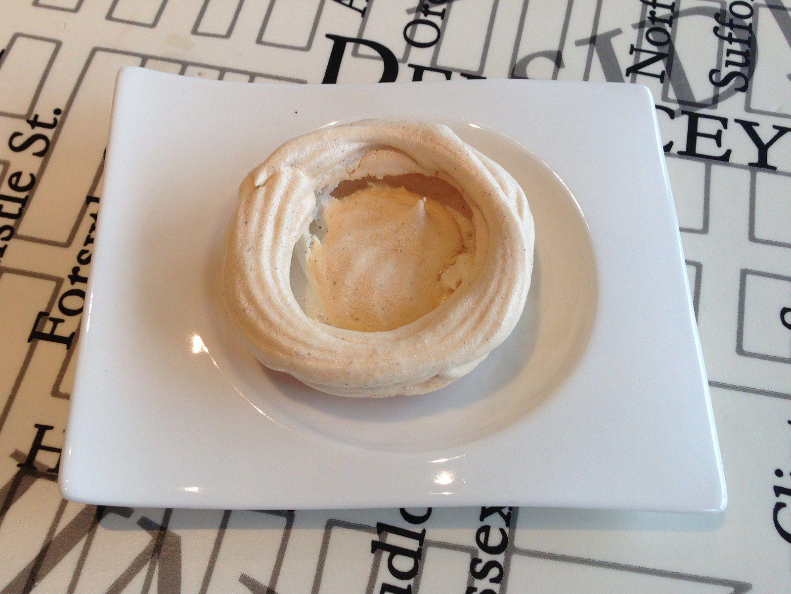 Recette pavlova meringue l g re aux fruits rouges ou exotiques et cr me anglaise cusine sans - Cuisine legere thermomix ...