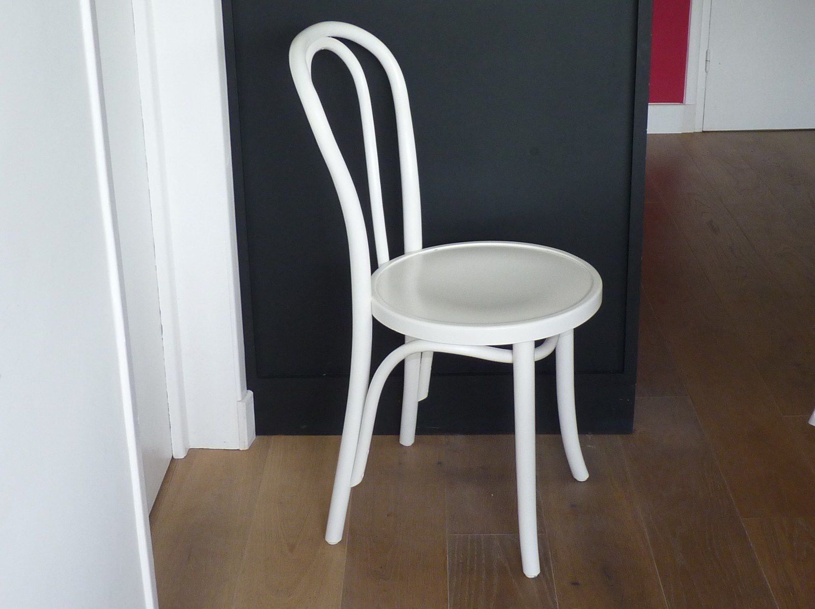 Chaises bistrot thonet maison design for Chaise bistrot but