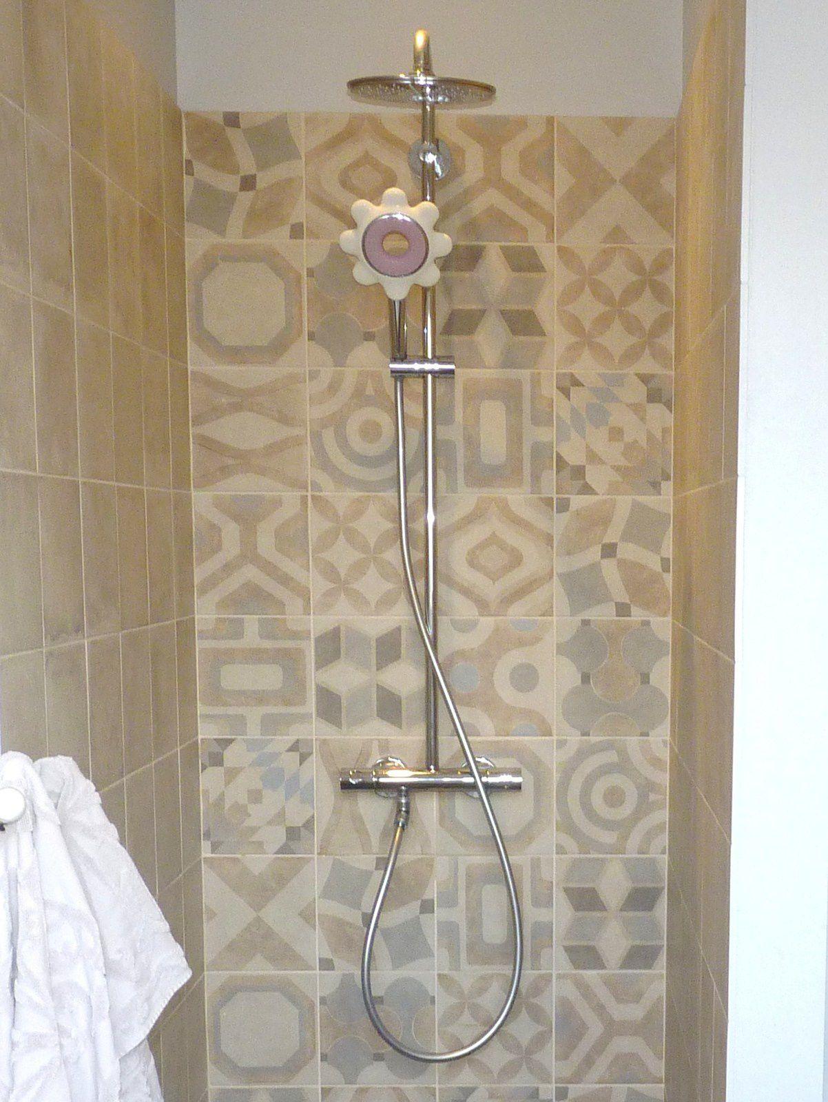 ma nouvelle salle de bains carreaux de ciment et robinets grohe promo isi sanitaire fashion maman. Black Bedroom Furniture Sets. Home Design Ideas