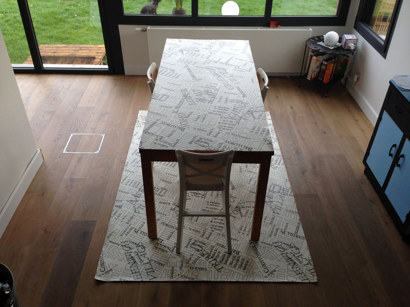 tapis de table great tapis pour table basse le fauteuil club ikea pour le salon avec un pour. Black Bedroom Furniture Sets. Home Design Ideas