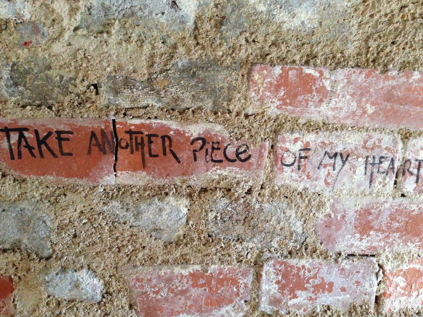 Jolis phrases, sur nos vieux murs...
