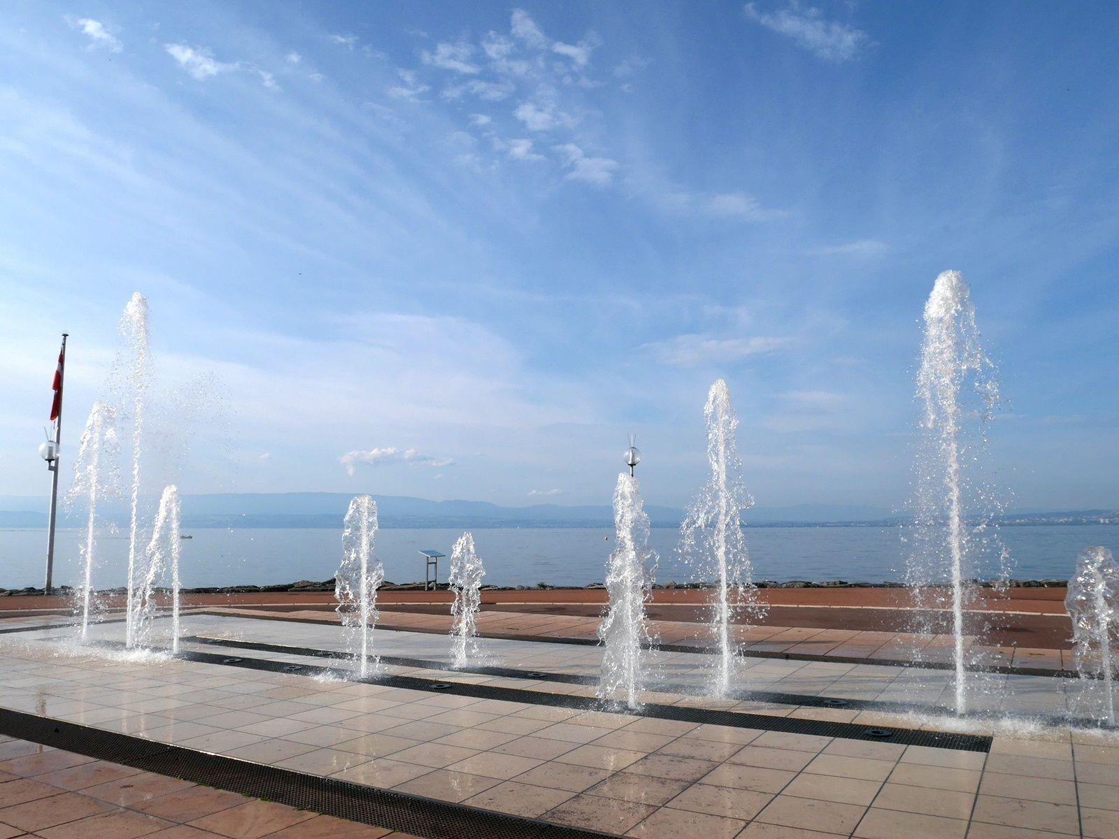 Les jets d'eau d'Evian.