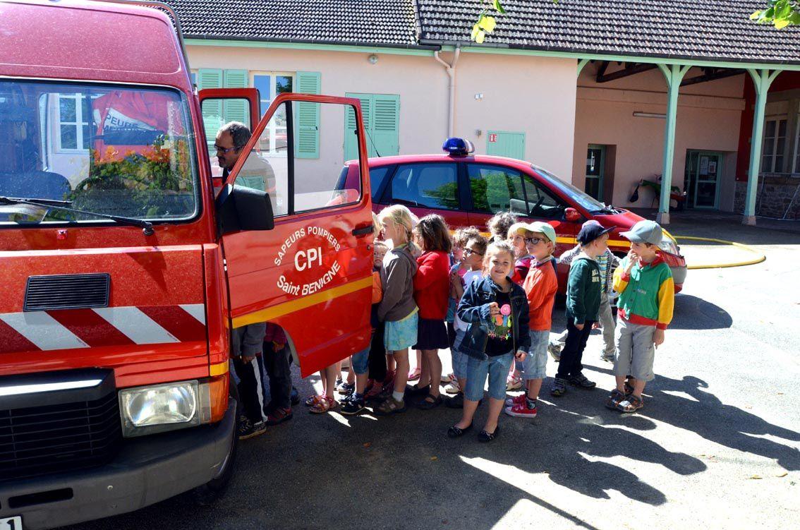 Manoeuvre à l'école avec les sapeurs-pompiers