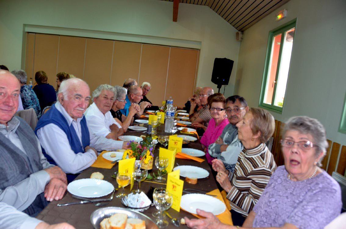 Près de cent invités au repas des Aînés