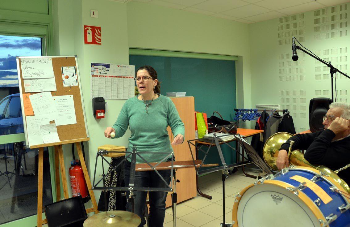 Céline Michard, chef de musique a préparé ses musiciens à de nouvelles interprétations.