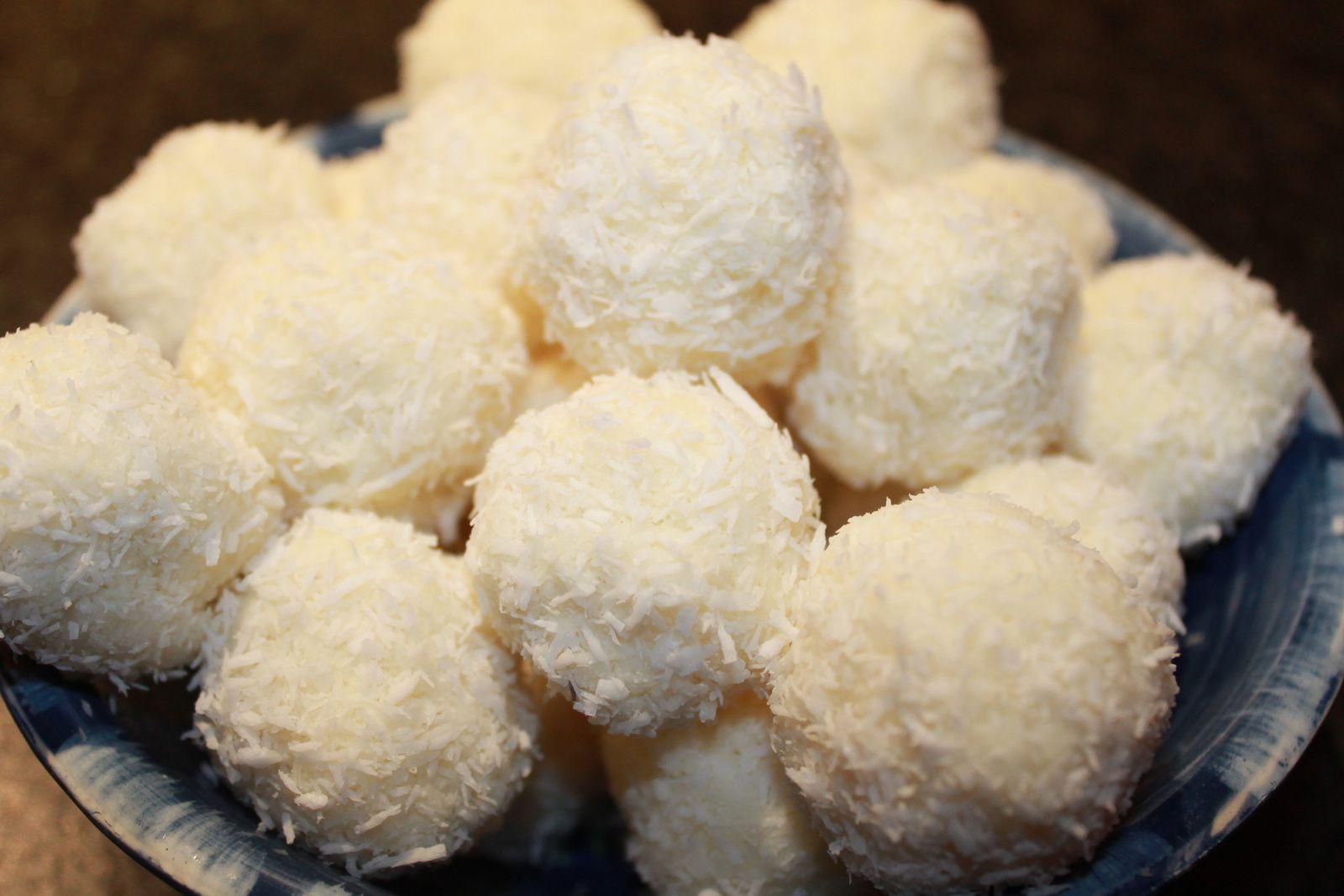Bouchées à la noix de coco et noisette.