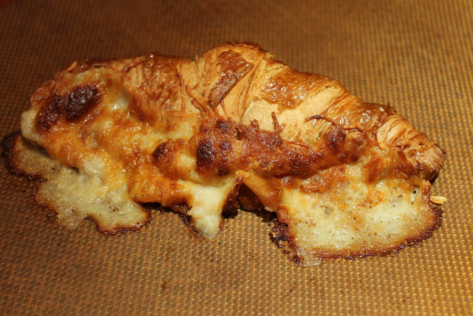 Croissant jambon-fromage.