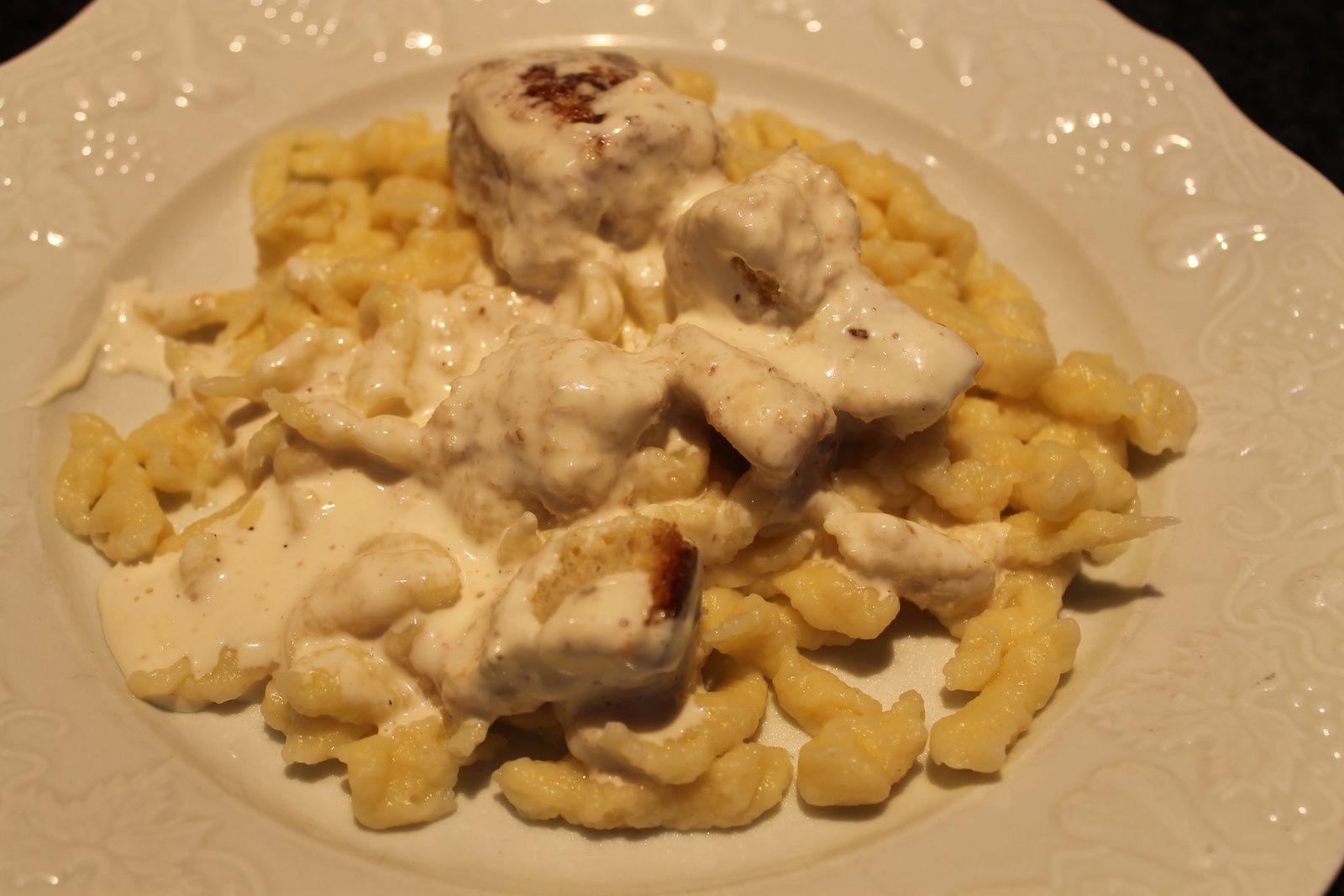 Spatzle alsacien avec ses croûtons et sa crème.