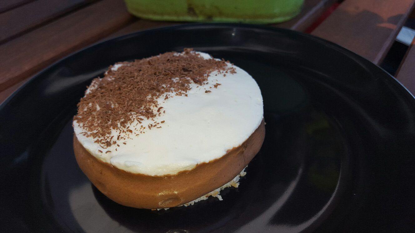 Entremets chocolat-noix de coco.