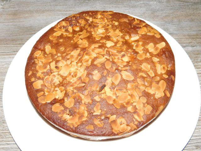 Gâteau aux pommes et à la crème fraîche.
