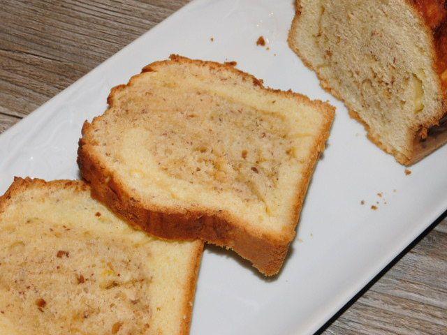 Cake marbré aux amandes et au praliné.