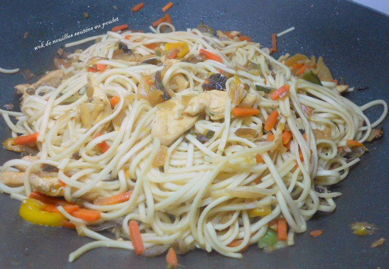 wok de nouilles sautées au poulet