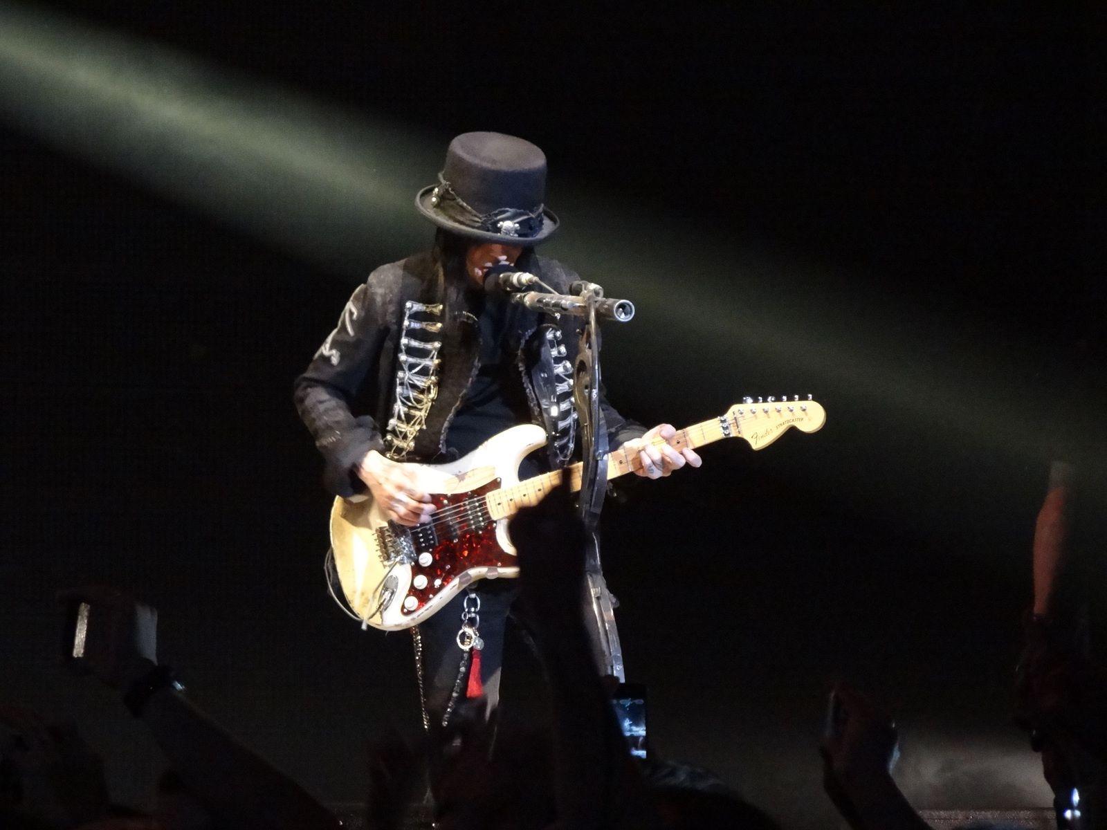 Mick Mars - February 4, 2012 - Mötley Crüe